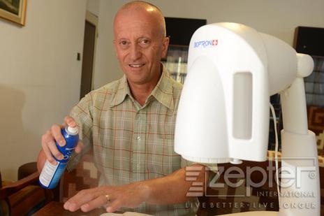 Ing. Zbyněk Tauš s Bioptron Pro 1