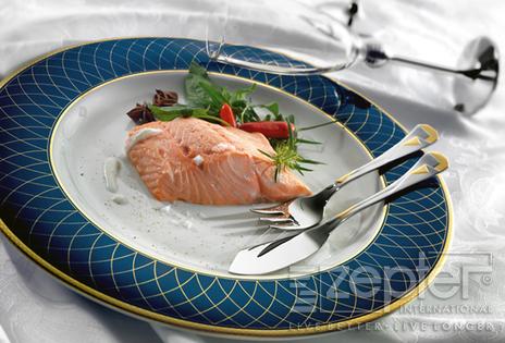 Pošírovaný losos s okurkovým salátem